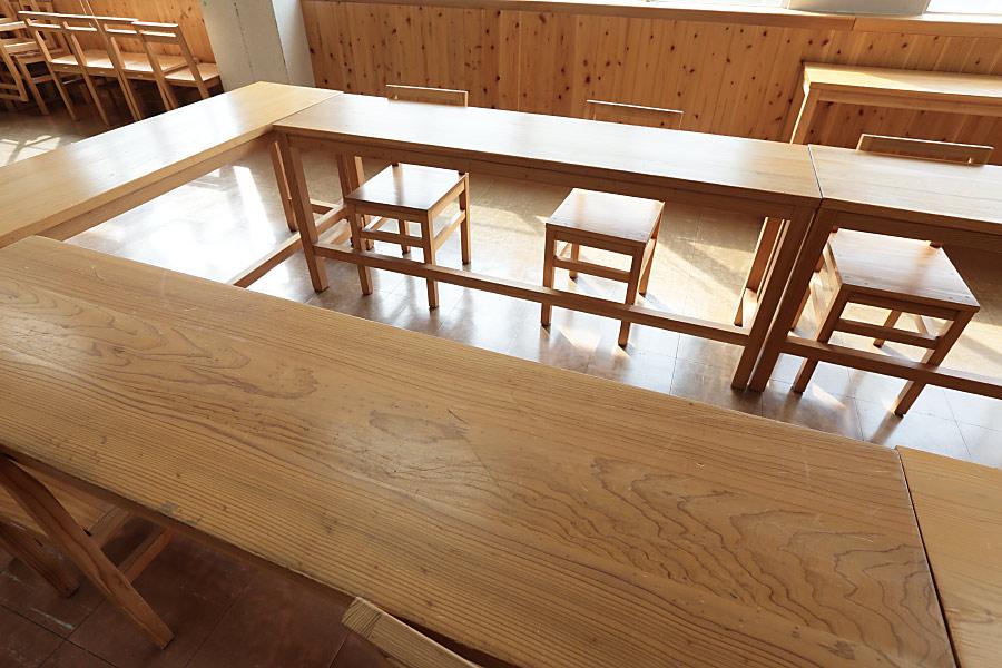 飫肥杉の机と椅子