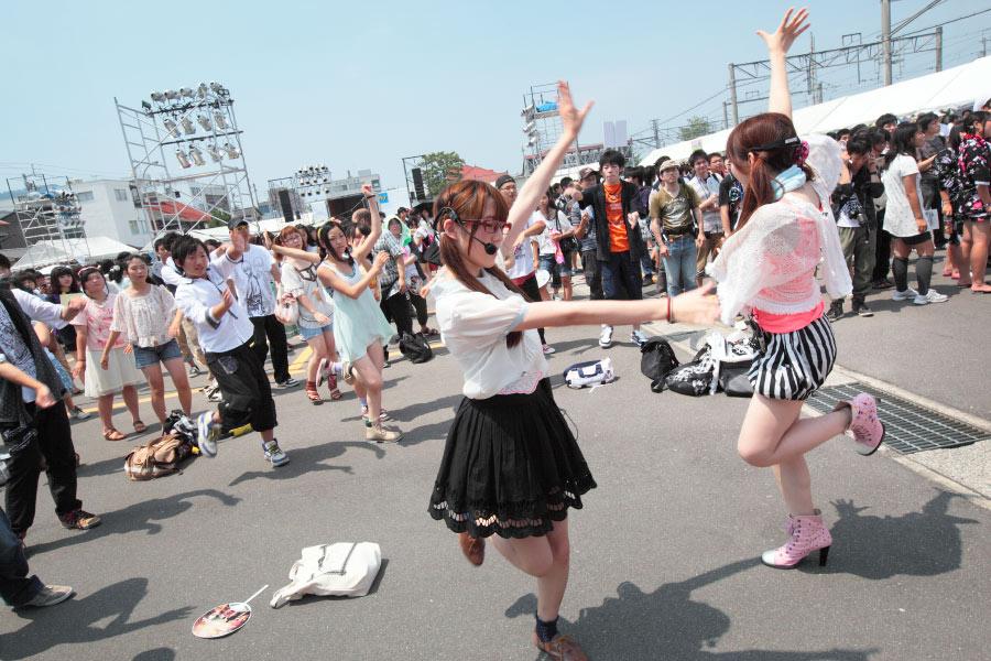 参加者と一緒に「踊ってみた」